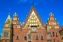 Άποψη μερών του όμορφου γοτθικού παλαιού Δημαρχείου στο τετράγωνο αγοράς Wroclaw Στοκ Εικόνες