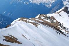 Άποψη μιας σειράς βουνών από την αιχμή Στοκ εικόνα με δικαίωμα ελεύθερης χρήσης