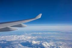 Άποψη μπλε ουρανού από το αεροπλάνο Στοκ εικόνες με δικαίωμα ελεύθερης χρήσης