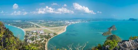 Άποψη νησιών του κόλπου AO Manao σε Prachuap Khiri Khan Στοκ Εικόνες
