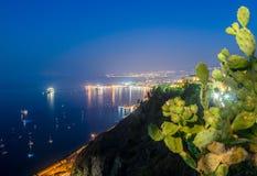 Άποψη νύχτας από Taormina Στοκ φωτογραφία με δικαίωμα ελεύθερης χρήσης