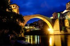Άποψη νύχτας γεφυρών του Μοστάρ, Βοσνία-Ερζεγοβίνη στοκ φωτογραφία με δικαίωμα ελεύθερης χρήσης