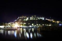 Άποψη νύχτας επάνω στην πόλη Sperlonga Ιταλία στοκ εικόνα με δικαίωμα ελεύθερης χρήσης