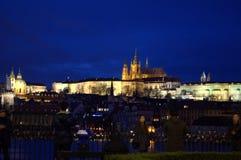 Άποψη νύχτας Κάστρων της Πράγας Στοκ εικόνες με δικαίωμα ελεύθερης χρήσης