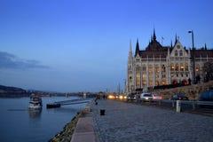 Άποψη νύχτας οδών της Βουδαπέστης Στοκ Εικόνες