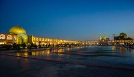 Άποψη νύχτας πέρα από το τετράγωνο naqsh-ε Jahan στο Ισφαχάν, Ιράν στοκ φωτογραφία με δικαίωμα ελεύθερης χρήσης