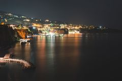 Άποψη νύχτας Σορέντο, Ιταλία Υπόβαθρο ταξιδιού στοκ φωτογραφίες με δικαίωμα ελεύθερης χρήσης