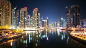 Άποψη νύχτας σχετικά με τη μαρίνα του Ντουμπάι απόθεμα βίντεο