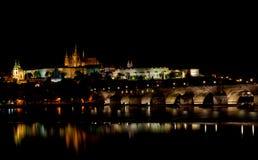Άποψη νύχτας σχετικά με το Κάστρο της Πράγας Στοκ Φωτογραφία