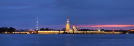 Άποψη νύχτας σχετικά με το Peter και το φρούριο του Paul Στοκ Φωτογραφία
