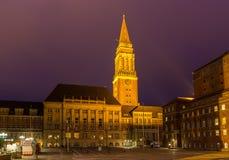 Άποψη νύχτας της αίθουσας πόλεων του Κίελο, Γερμανία στοκ εικόνα με δικαίωμα ελεύθερης χρήσης
