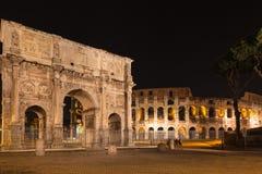 Άποψη νύχτας της αψίδας του Constantine και του colosseum Στοκ εικόνες με δικαίωμα ελεύθερης χρήσης