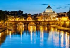 Άποψη νύχτας της βασιλικής του ST Peter, Ρώμη Στοκ φωτογραφίες με δικαίωμα ελεύθερης χρήσης
