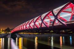 Άποψη νύχτας της γέφυρας ειρήνης του Κάλγκαρι ` s στοκ φωτογραφίες
