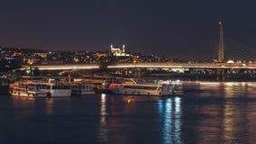 Άποψη νύχτας της γέφυρας υπογείων Unkapani Ataturk στο χρυσό κέρατο Στοκ Φωτογραφία