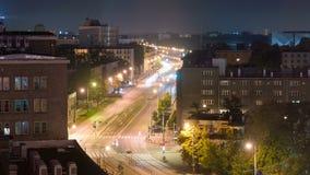 Άποψη νύχτας της λεωφόρου ανεξαρτησίας στη Βαρσοβία απόθεμα βίντεο