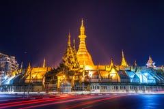 Άποψη νύχτας της παγόδας Sule Yangon, το Μιανμάρ (Βιρμανία) στοκ φωτογραφία