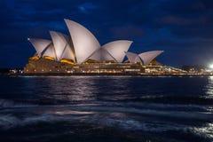 Άποψη νύχτας της Όπερας του Σίδνεϊ Στοκ φωτογραφία με δικαίωμα ελεύθερης χρήσης