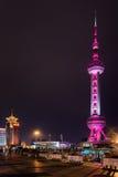 Άποψη νύχτας του ασιατικού πύργου μαργαριταριών Ο πύργος καίγεται ροζ Στοκ Εικόνες