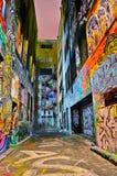 Άποψη νύχτας του ζωηρόχρωμου έργου τέχνης γκράφιτι στη Μελβούρνη Στοκ Φωτογραφία