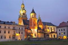 Άποψη νύχτας του καθεδρικού ναού του ST Stanislaw και του ST Vaclav και το βασιλικό Castle στο Hill Wawel, Στοκ Εικόνες