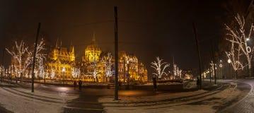 Άποψη νύχτας του ουγγρικού κτηρίου του Κοινοβουλίου στοκ εικόνες
