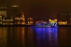 Νύχτα του φράγματος της Σαγκάη, ποταμός της Σαγκάη Huangpu Στοκ φωτογραφία με δικαίωμα ελεύθερης χρήσης