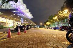 Άποψη νύχτας του χώρου στάθμευσης κοντά στο σταθμό βαρκών, Σιγκαπούρη jan 2018 στοκ φωτογραφίες