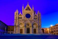 Άποψη νύχτας του Di Σιένα της Σάντα Μαρία Assunta Duomo καθεδρικών ναών της Σιένα στη Σιένα, Τοσκάνη Στοκ Εικόνες