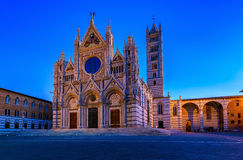 Άποψη νύχτας του Di Σιένα της Σάντα Μαρία Assunta Duomo καθεδρικών ναών της Σιένα στη Σιένα, Τοσκάνη Στοκ φωτογραφία με δικαίωμα ελεύθερης χρήσης
