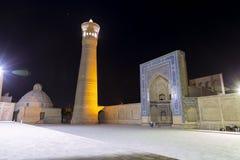 Άποψη νύχτας του POI Kalan - ισλαμικός θρησκευτικός ένας σύνθετος που βρίσκεται γύρω από το μιναρές Kalan στη Μπουχάρα, Ουζμπεκισ στοκ φωτογραφία με δικαίωμα ελεύθερης χρήσης