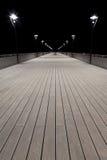 Άποψη νύχτας των θέσεων αποβαθρών και λαμπτήρων Στοκ εικόνα με δικαίωμα ελεύθερης χρήσης