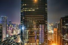 Άποψη νύχτας Χονγκ Κονγκ από μια στέγη Στοκ φωτογραφία με δικαίωμα ελεύθερης χρήσης