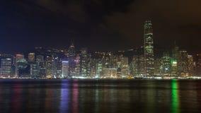 Άποψη νύχτας χρονικού σφάλματος από την αποβάθρα στο κεντρικό Χονγκ Κονγκ απόθεμα βίντεο