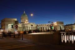 Άποψη νύχτας Kazan του καθεδρικού ναού σε Άγιο Πετρούπολη στοκ εικόνες