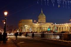 Άποψη νύχτας Kazan του καθεδρικού ναού σε Άγιο Πετρούπολη Στοκ Φωτογραφίες
