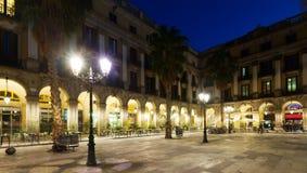 Άποψη νύχτας Placa Reial στη Βαρκελώνη, Ισπανία Στοκ Φωτογραφίες