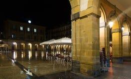 Άποψη νύχτας Plaza de Λα Constitucion Donostia, Ισπανία Στοκ Εικόνα