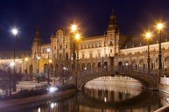 Άποψη νύχτας Plaza de Espana με τις γέφυρες Στοκ Φωτογραφία