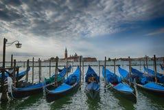 Άποψη ξημερωμάτων σχετικά με το μεγάλο κανάλι Βενετία Ιταλία γονδολών Στοκ φωτογραφίες με δικαίωμα ελεύθερης χρήσης