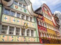 Άποψη οδών πόλεων των παραδοσιακών σπιτιών Appenzell σε Appenzell, Ελβετία, Ευρώπη Στοκ Εικόνα