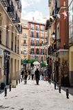 Άποψη οδών της γειτονιάς Lavapies στη Μαδρίτη στοκ εικόνες