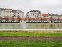 Άποψη οικοδόμησης της Ευρώπης στο παλάτι πανοραμικών πυργίσκων Στοκ Εικόνα