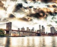 Άποψη οριζόντων και γεφυρών του Μπρούκλιν του Μανχάταν από τη γέφυρα του Μπρούκλιν Στοκ φωτογραφία με δικαίωμα ελεύθερης χρήσης