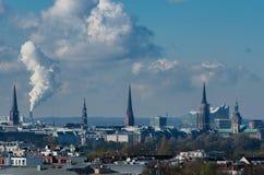 Άποψη οριζόντων του Αμβούργο από μια στέγη στοκ φωτογραφία με δικαίωμα ελεύθερης χρήσης