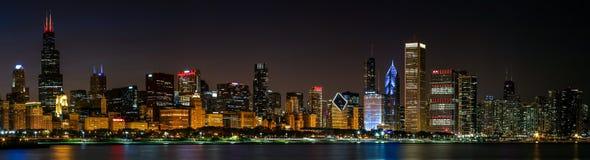 Άποψη οριζόντων του Σικάγου, νύχτα στοκ εικόνες