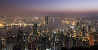 Άποψη ουρανοξυστών Χονγκ Κονγκ από την αιχμή Βικτώριας στην ανατολή στοκ φωτογραφίες