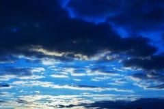 Άποψη ουρανού σκούρο μπλε Στοκ Εικόνες