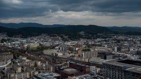 Άποψη ουρανού του στο κέντρο της πόλης Τόκιο που λαμβάνεται από τον πύργο άποψης ουρανού Η μητρόπολη του Τόκιο επεκτείνεται στον  στοκ εικόνα