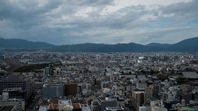 Άποψη ουρανού του στο κέντρο της πόλης Τόκιο που λαμβάνεται από τον πύργο άποψης ουρανού Η μητρόπολη του Τόκιο επεκτείνεται στον  στοκ εικόνες